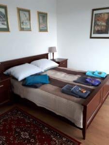 Z dużej i przestronnej sypialni jest bezpośrednie wyjście na 26 metrowy taras .